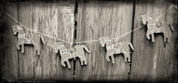 equine christmas garland